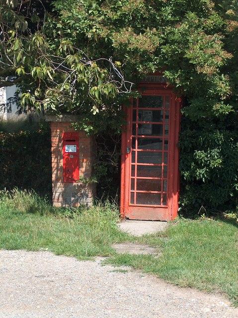 Public phone box at Ivychurch