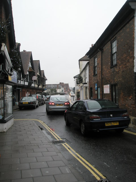 Cars passing down Mill Lane