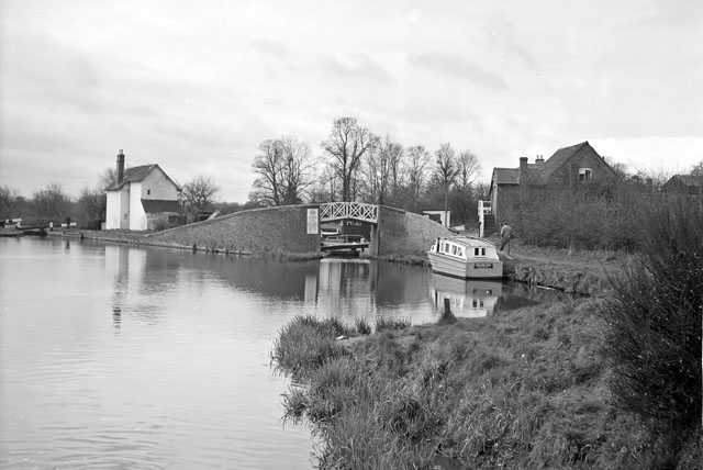 """The start of the """"Lower"""" Stratford upon Avon Canal, 1965"""