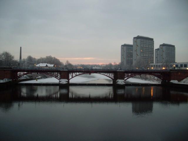 The frozen River Clyde from the Albert Bridge