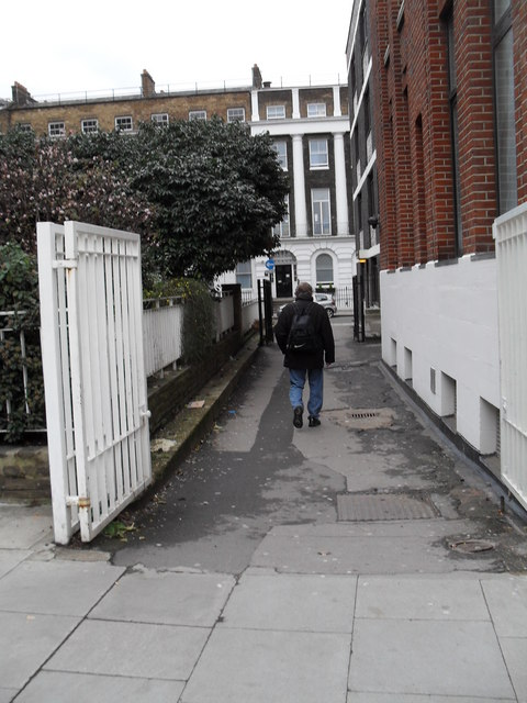 Cut through from Queen Square to Guilford Street