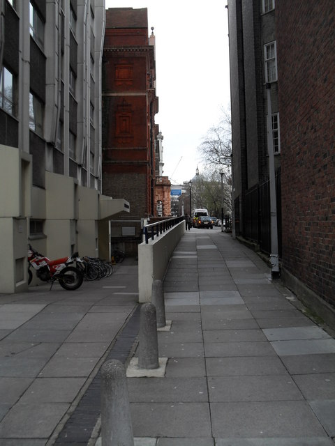 Cut through from Guilford Street to Colonnade