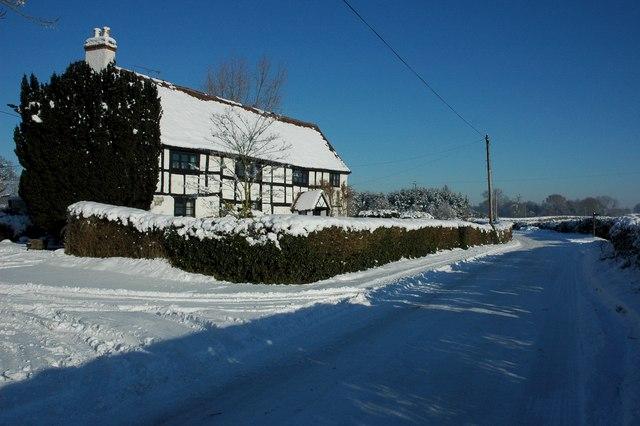 Road past Woodley Farm