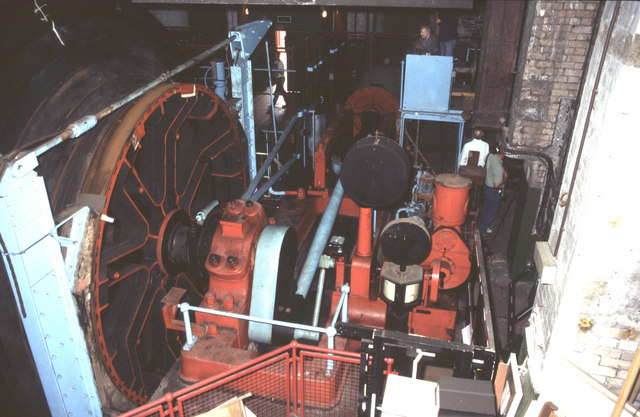 Steam winding engine