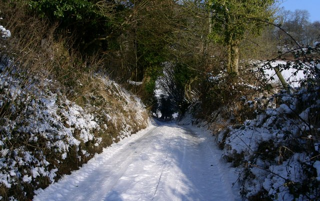 Hillmill lane dips down to cross Muscovy Bottom