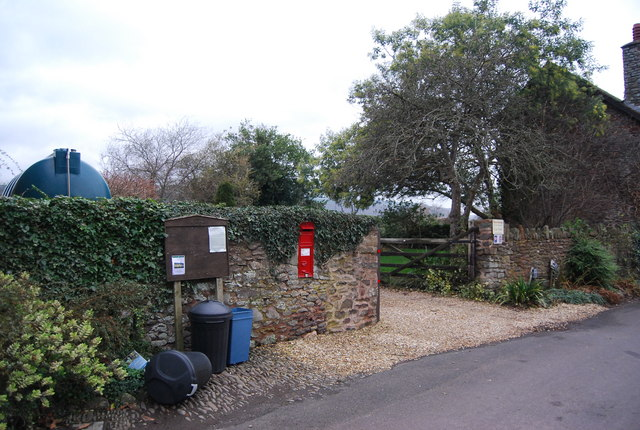 Postbox in the wall, Bossington