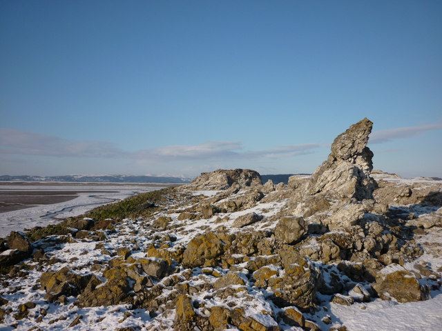 Outcrops on the slag peninsula, Warton Sands