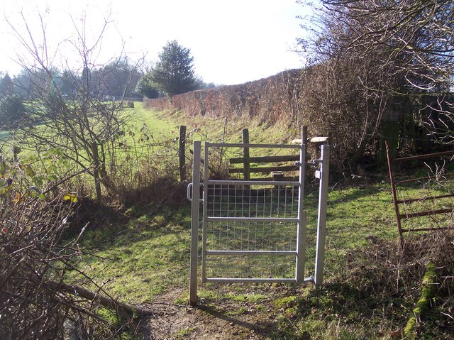 Gate and stile near Owl's Castle