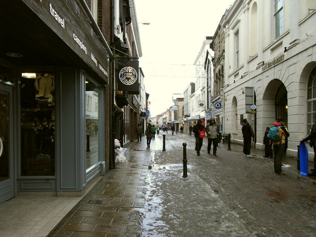 The High Street passing in front of the Pannier Market