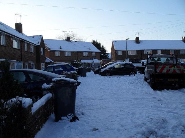 Heavy snow in Bransgore Avenue