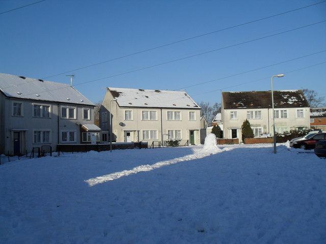 Heavy snow in Eversley Crescent