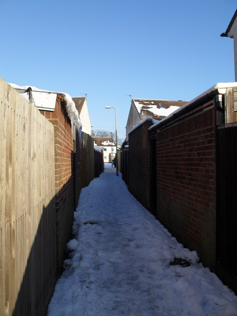 Cut through from Purbrook Way to Eversley Crescent