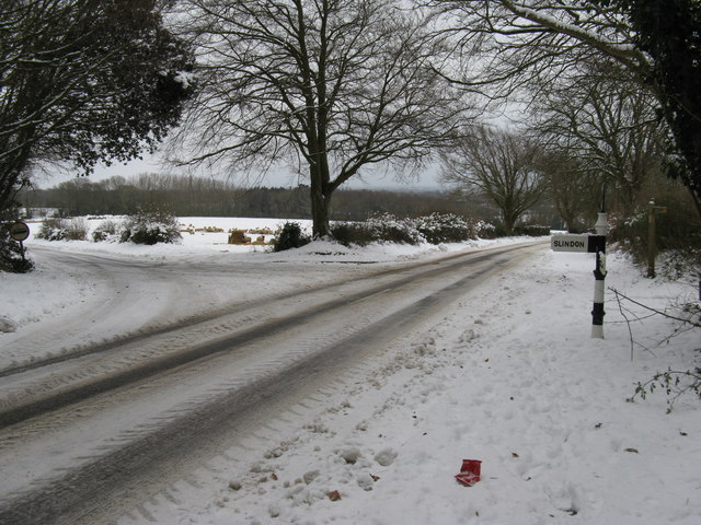 Britten's Lane junction with road to Slindon