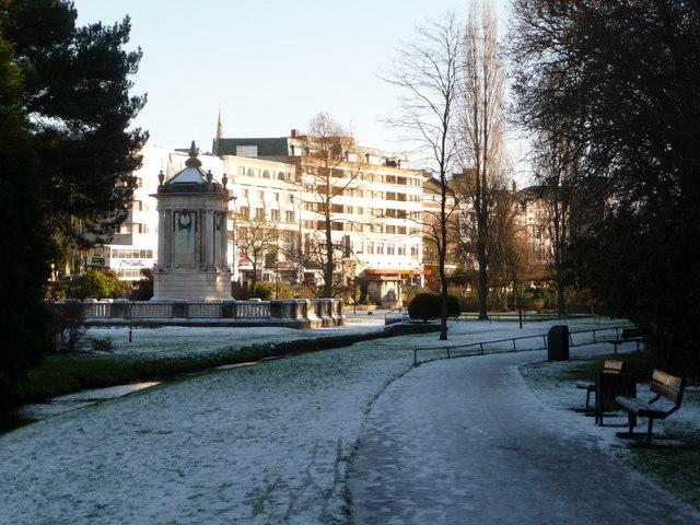 Bournemouth: cenotaph and Bourne Avenue façades