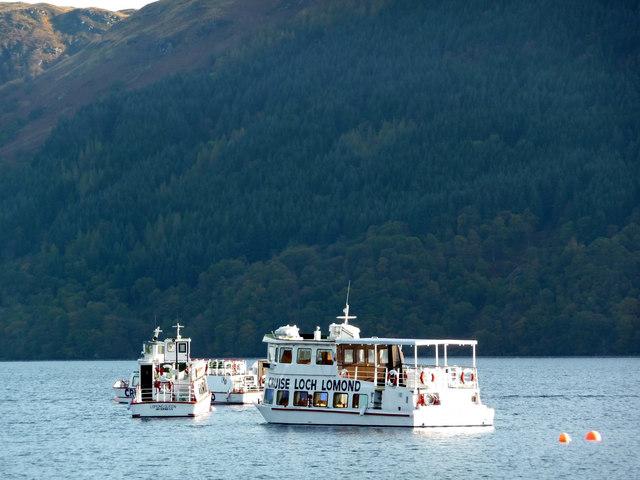 Cruise Loch Lomond - boats moored off Tarbet Pier