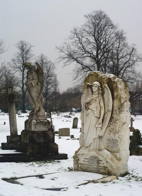 Queen's Road Cemetery, Croydon, in Winter (3)