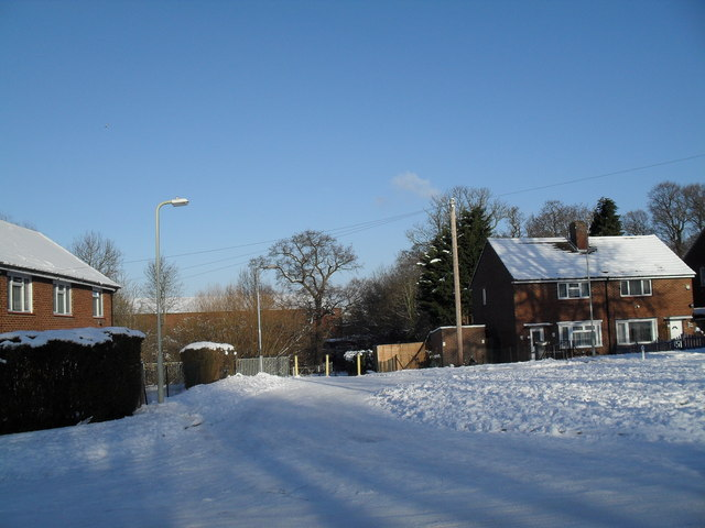Start of footpath from High Lawn Way to Middle Park Way