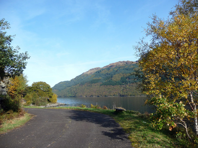 Cycle path along shore of Loch Lomond at Rubha Mor