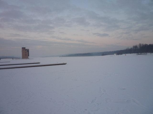 Frozen Strathclyde Loch