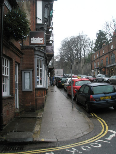 Pavement in the northern part of the High Street
