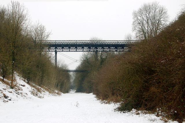Hunningham high bridge in the snow (1)
