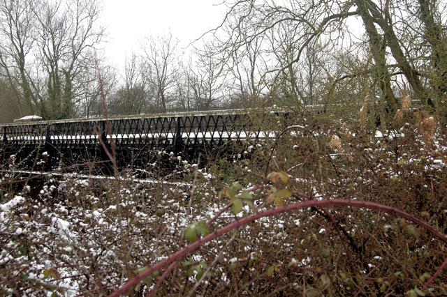 Hunningham high bridge in the snow (3)