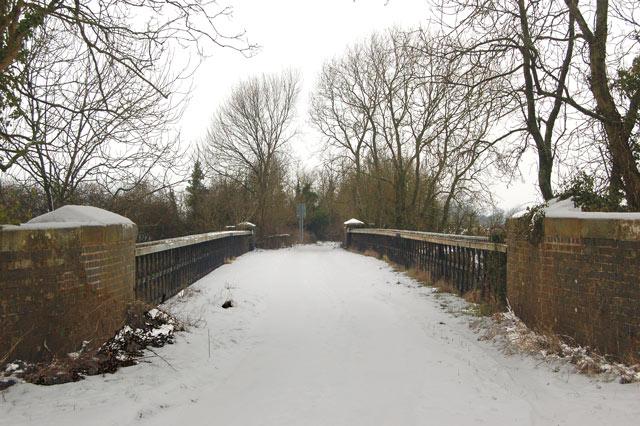 Hunningham high bridge in the snow (5)