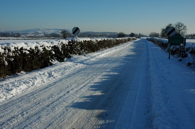 Road leaving Kinnersley