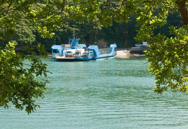 The Fal chain ferry at Trelissick