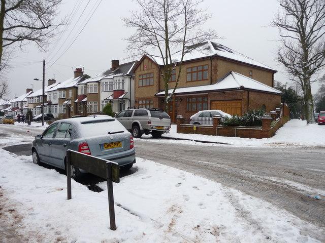 De Bohan Avenue, London N14