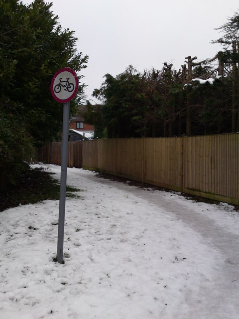 Public Footpath from Bursledon Green Estate to Providence Hill A27