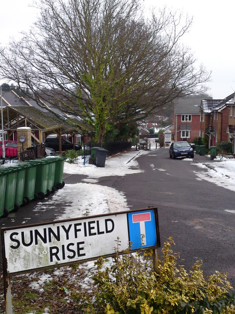 Sunnyfield Rise T Junction but continues as a Public Footpath to Lowford Village