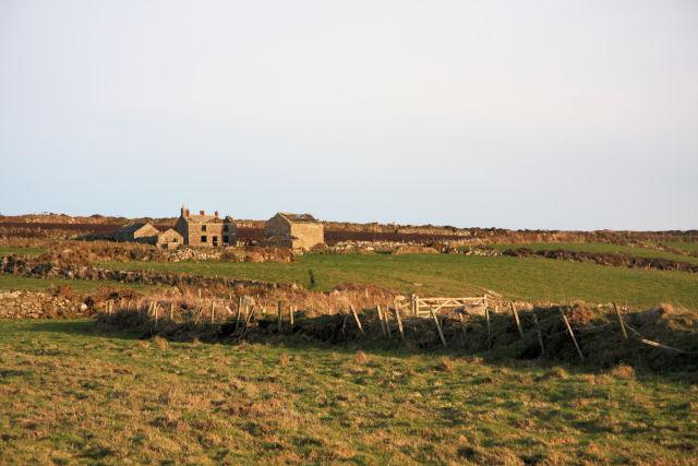 Ruined farmhouse near Carn Trevean