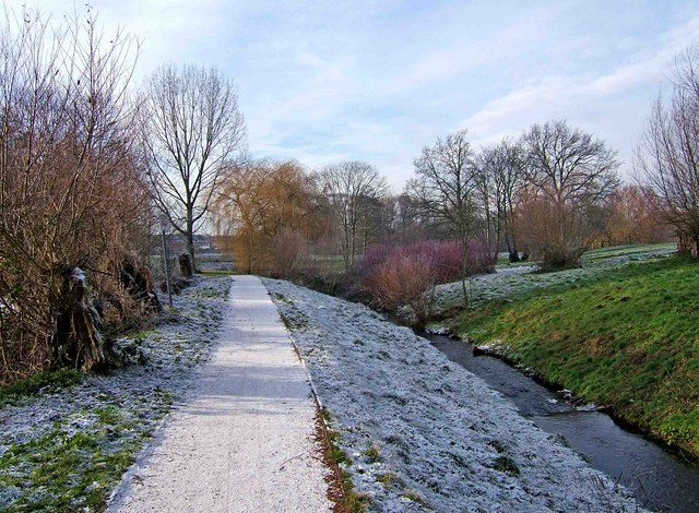 Path and stream in Springfield Park