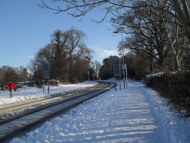 Bus stops in a snowy Middle Park Way