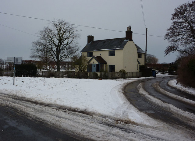 Lane junction and house near Elmsett