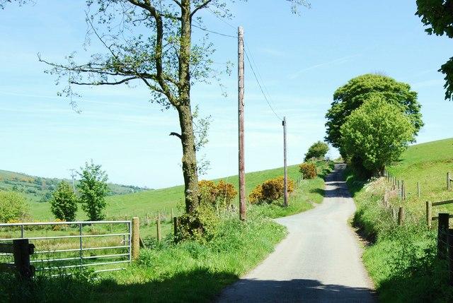 The lane towards Tŷ-isaf