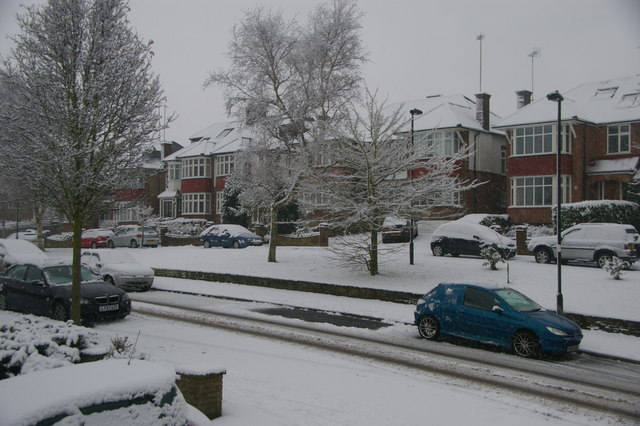 Snowy morning in London N14