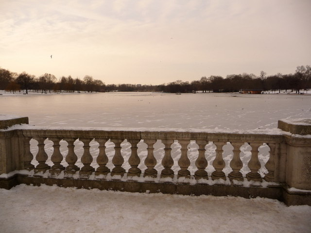 Hyde Park: view along the frozen Serpentine