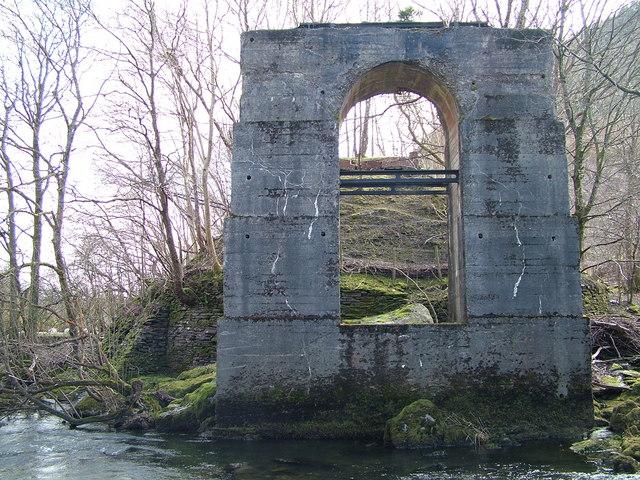 Disused Mid-Wales Railway - bridge support.