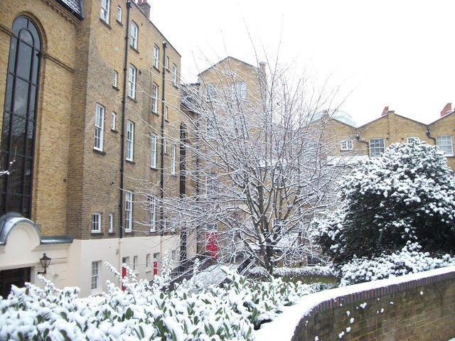 Gardens between Bonaparte Mews and Bessborough Place
