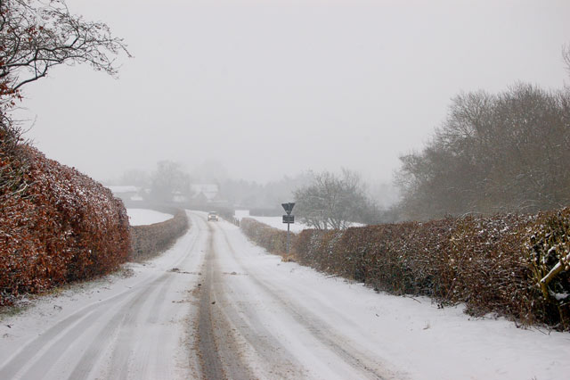 Looking east along the lane to Broadwell in the snow