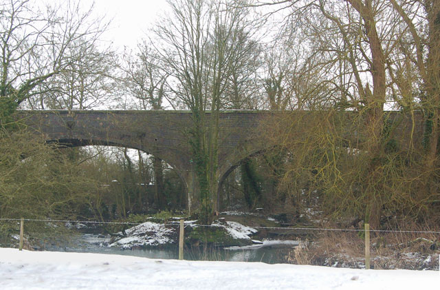 View across the River Leam to disused railway viaduct, Birdingbury