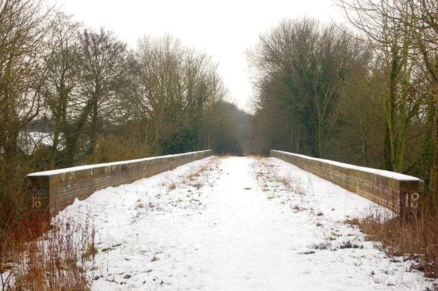 Dismantled railway trackbed across viaduct, Birdingbury