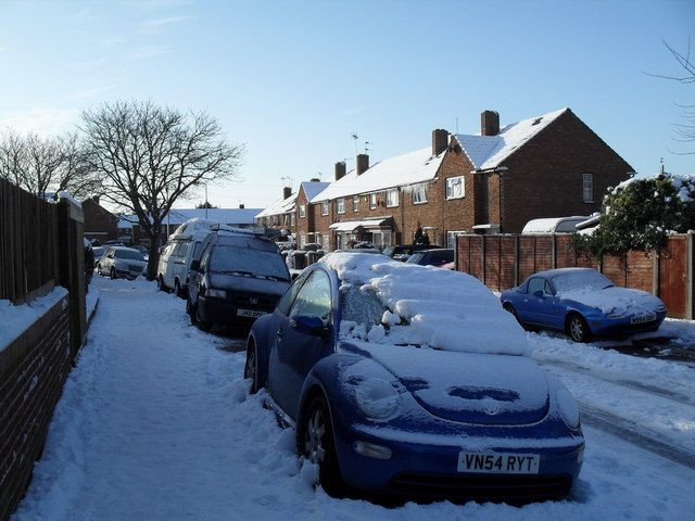 Parked cars in Braishfield Road