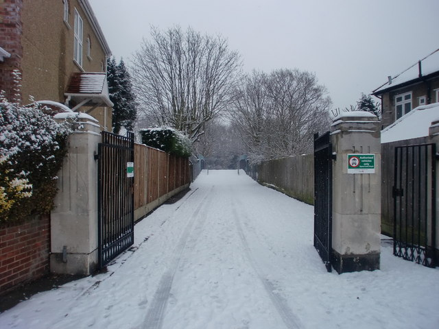 Entrance to Oakwood Park, Lakenheath, London N14