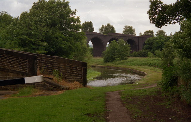 Huddersfield Branch railway viaduct, from the Broad Canal