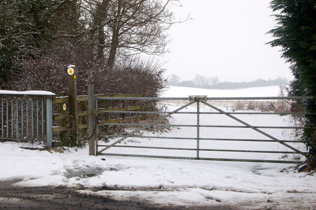 Gate onto footpath south of Dunchurch