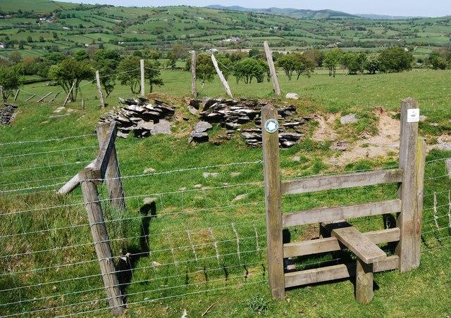 Footpath to Ty-newydd