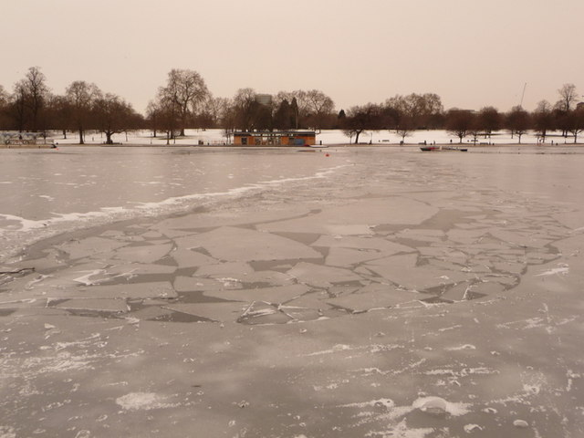 Hyde Park: patchy ice on the Serpentine